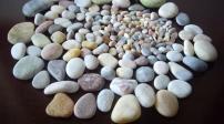 Những cách dùng đá cuội để tô điểm sân vườn