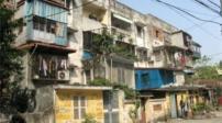 Chung cư cũ: Một tòa nhà hỏng phải phá dỡ cả khối