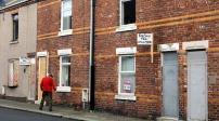 Anh: Những căn nhà giá 1 bảng không có người mua