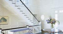 Đếm bậc cầu thang trong nhà tránh