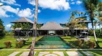 Khu nghỉ dưỡng độc đáo với nhiều cổ vật bên bờ biển Bali