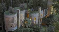 Kiến trúc đẹp mê hồn của biệt thự trong nhà máy bỏ hoang