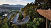 Con đường đi bộ độc đáo trên ngọn cây ở Trung Quốc