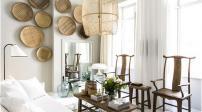 Căn nhà được trang trí bằng đồ gỗ và đan lát mộc mạc