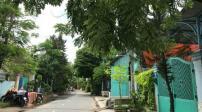 Cuộc sống bế tắc vì xây biệt thự sang trọng giữa xóm lao động nghèo