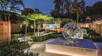 Thiết kế sân vườn ngoài trời kết hợp ánh đèn đẹp lung linh