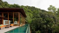 Biệt thự nghỉ dưỡng mái gỗ nép mình dưới tán rừng ở Brazil