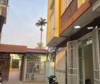 Nhà 3 tầng, 46m2, ô tô đỗ cửa, gần mặt đường Khúc Thừa Dụ, Tây Bắc. 1,2 tỷ
