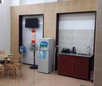 Có phòng cho thuê có bếp, DT 30 m2, có hầm đậu xe, toàn khách nước ngoài, giá 11 tr/tháng