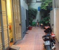 Bán gấp Nhà Phố Lạc Long Quân, 40 m2, 4 Tầng, Ô TÔ đỗ, 4.1 tỷ.