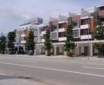 Tôi cần sang lại căn nhà 1 trệt 2 lầu có sân giá 890tr ngay khu đô thị mới Bình Dương (bao sổ)