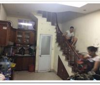 Cho thuê nhà riêng trong ngõ đương Nguyễn Trãi với diện tích 30m2 x 5 tầng