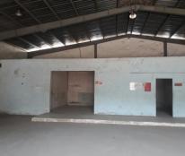 Cho thuê nhà xưởng DT 400m2 Lê Văn Lương, Quận 7 có VP, WC, giá 26tr/th. LH Ms Loan 0909 62 89 11