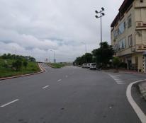 Cần bán gấp nhà 5 tầng mặt đường đê Thanh Am, Thượng Thanh, LB, dt 51m, giá 4,6 tỷ.