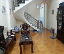 : Cần bán gấp nhà mặt phố Núi Trúc ,Ba Đình, kinh doanh sầm uất, DT 32m2 x 2 tầng chỉ có 4,5 tỷ.
