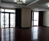 Cho thuê căn hộ chung cư Royal City, căn góc, nội thất cơ bản của chủ đầu tư-Lh: 01694713521