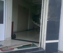 Cho thuê tầng 1 làm văn phòng mặt tiền rộng 4m, tại ngã năm gần Cầu Niệm 1