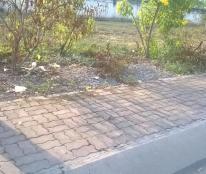 Bán gấp 2 nền liền kề, đất mặt tiền đường ngay chợ Bình Chánh, giá 269tr/100m2, SHR