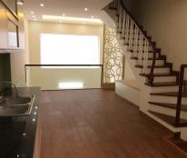Bán nhà PL hai mặt thoáng Vĩnh Phúc, Ba Đình, DT42m2 x 5 tầng giá 4,7tỷ, ô tô đỗ công.