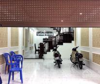 Tầng 1 làm showroom, DT: 120m2, MT 6m, có hầm, Hoàng Hoa Thám, 32 triệu/th