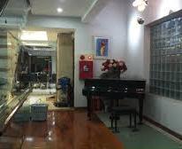Cần bán gấp nhà mặt phố Phó Đức Chính, Ba Đình, DT 71m2