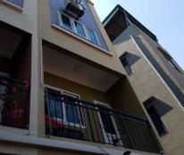 Bán nhà cạnh đường 2.5, DT 35m2, ô tô đỗ cửa, kinh doanh