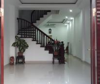Bán nhà 5 tầng, DT 48m2 ô tô đỗ cửa, hướng Bắc, ngõ 17, Phú Gia. Giá 5.2 tỷ, SĐT: 0985.411.988