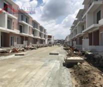 Chính chủ cần bán nhà phố  đối diện công viên dự án Dragon Village tại Đường 990, P. Phú Hữu, Q.9.HCM