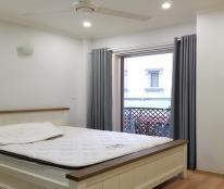 Cho thuê căn hộ giá rẻ tại Lạc Long Quân, Tây Hồ, 30m2, 1PN, đủ đồ, ban công thoáng
