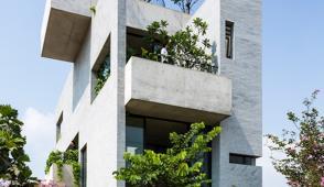 Ngắm ngôi nhà 3 tầng với khu vườn tuyệt đẹp ở Tp.HCM