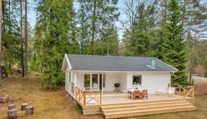 Ngôi nhà màu trắng nằm giữa rừng Thụy Điển