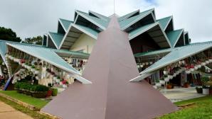 Chiêm ngưỡng ngôi nhà 132 mái độc đáo ở Đà Lạt