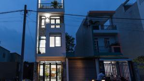 Nhà ống 4 tầng tiện nghi của gia đình trẻ ở Sài Gòn, chi phí chưa tới 900 triệu