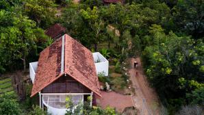 Ngôi nhà ở Đắk Lắk gây chú ý vì có ba góc chệch ra khỏi mái