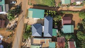 Mái tôn và tường 2 lớp giúp ngôi nhà ở Đắk Nông luôn mát rượi