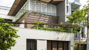 Nhà phố Sài Gòn đẹp và mát mẻ như resort nhờ để lại đất làm sân vườn