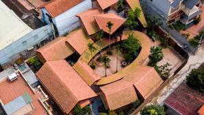 Ngắm ngôi nhà có nhiều lớp mái mấp mô đạt giải vàng kiến trúc Việt Nam