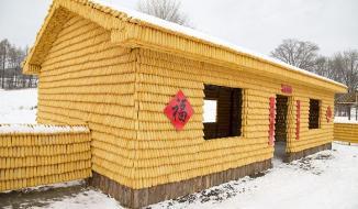 Ngắm ngôi nhà làm từ hàng vạn bắp ngô ở Trung Quốc