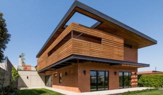 Độc đáo ngôi nhà 2 tầng làm hoàn toàn từ vật liệu tái chế